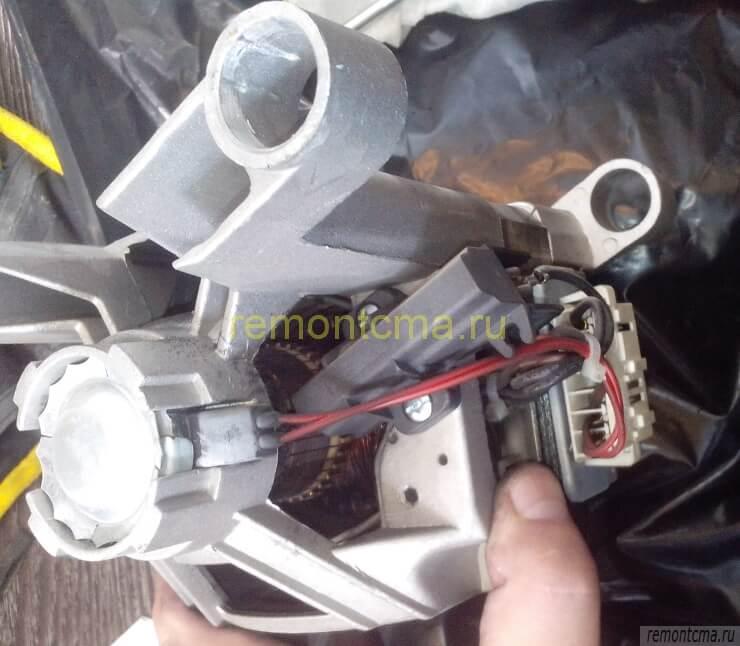 щётки на моторе индезит