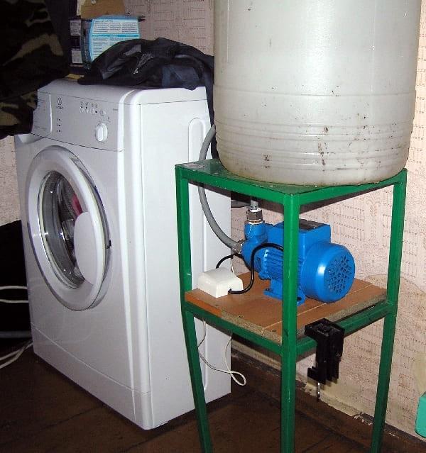 Преимущества стиральных машин с баком для дачи без водопровода