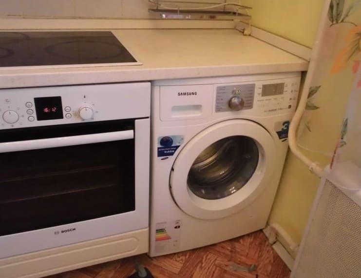 встроенная стиралка на кухне