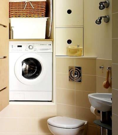 стиральная машина над унитазом